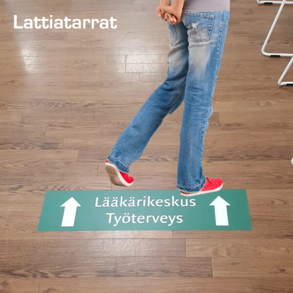 Kuopion Liikekirjapaino tulostaa laattiatarrat, joilla ohjaat ja markkinoit tehokkaasti myymäläympäristössä tai muissa liiketiloissa.