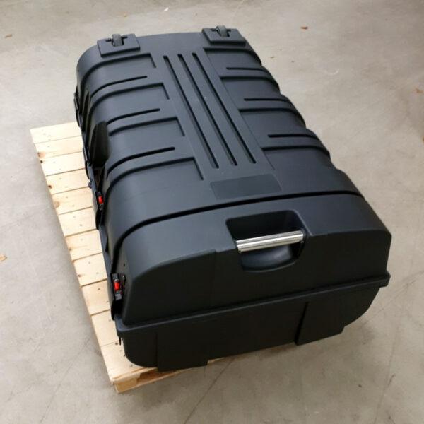 Kuopion Liikekirjapainon esittelytiski toimitaan vahvassa, mutta kevyessä muovilaatikossa.